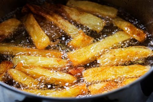 Woman dies from smoke poisoning after cooking chips with the wrong oil