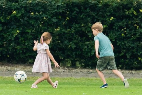 Prince George And Princess Charlotte 'Lean On Each Other' - I Totally Get That Sibling Bond