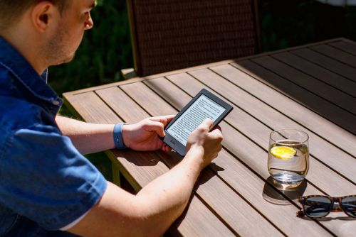 Kobo Nia is a compact Kindle Paperwhite rival with a lot of tech for under £90