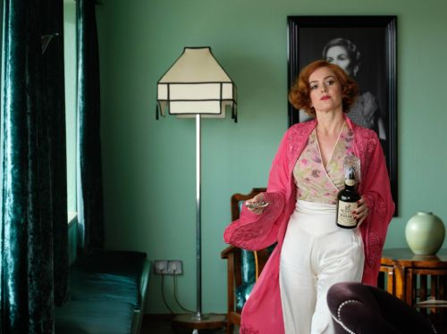 Isla Fisher on how she mastered a posh English accent for Blithe Spirit, and why she doesn't mind being called Bride of Borat