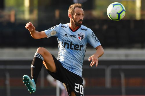 Report: Juanfran is offering his services to another South American giant after São Paulo departure