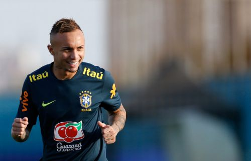 Brazil forward Everton up for Man Utd transfer and claims his style would 'fit in' at Old Trafford