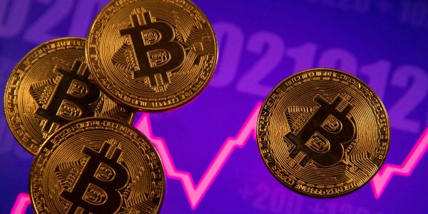 Wisdom from a crypto billionaire, plus a risk-free bitcoin trade that could pay double-digit returns