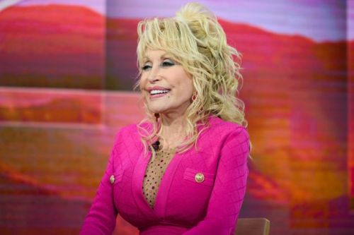 Dolly Parton Will Read Bedtime Stories To Kids To Ease Coronavirus Fears