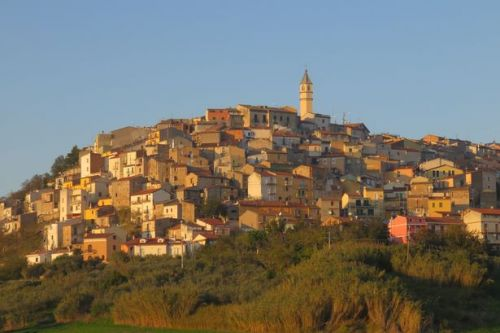 Italian town selling homes for 85p - but you'll need help from family and friends