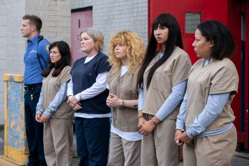 Who's in the cast of the season 7 of Orange is the New Black?