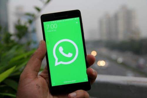 How to change the WhatsApp background in your chats to a wallpaper, color, or custom photo