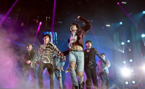 Jungkook flashing his abs at the Billboard Music Awards makes BTS Army lose its collective mind