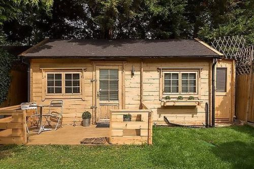 Landlord rents out garden shed for £1,500 a month branding cabin 'charming'