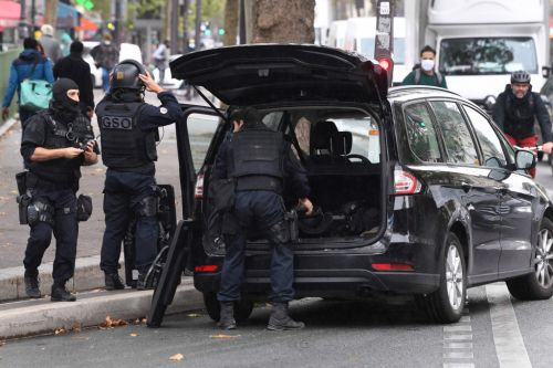 Two knifemen on the run after four injured in Paris stabbing