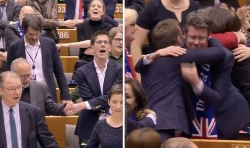 WATCH Brexit bill pass as Remain MEPs join hands and sing Auld Lang Syne