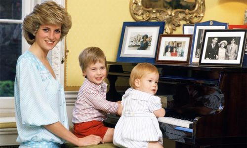 Prince William helps Princess Diana with her makeup in adorable unearthed clip
