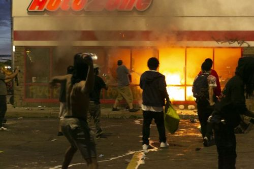 'Looter' shot dead and buildings torched amid riots over George Floyd death