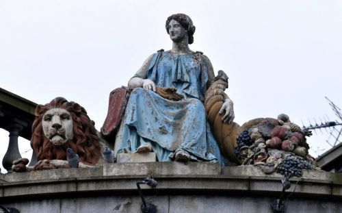 Wetherspoon to clean up decaying goddess statue in Aberdeen following complaints