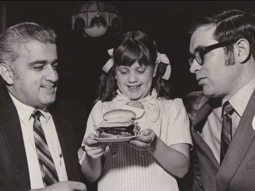 Wendy's was named after a real redheaded girl who wore pigtails. Here's how the fast-food chain got its name
