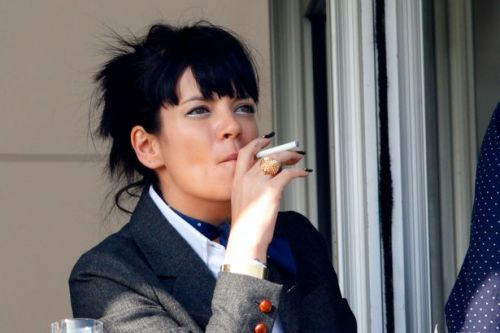 Lily Allen celebrates one month smoke-free after vowing to stub out cigarettes