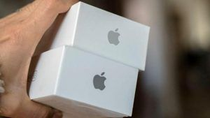Apple to Close 11 Stores Again After Coronavirus Spike