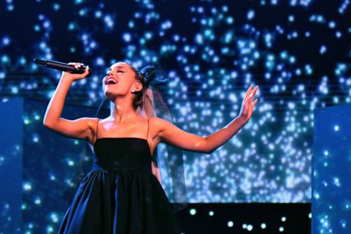 Billboard Music Awards: Ariana Grande Nails 'No Tears Left To Cry' Performance