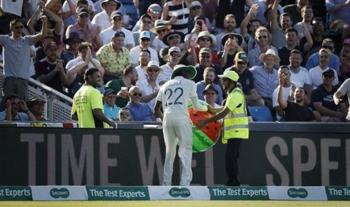 Jofra Archer cements England hero status by snatching inflatable from Ashes steward
