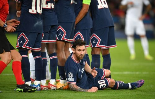 'I wouldn't have it' - Rio Ferdinand reacts to Lionel Messi lying behind the PSG wall