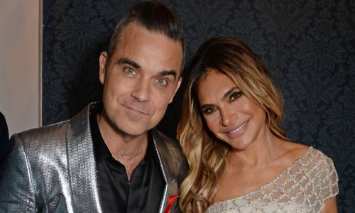 Proud Robbie Williams watches daughter Teddy play the piano to perfectly - video