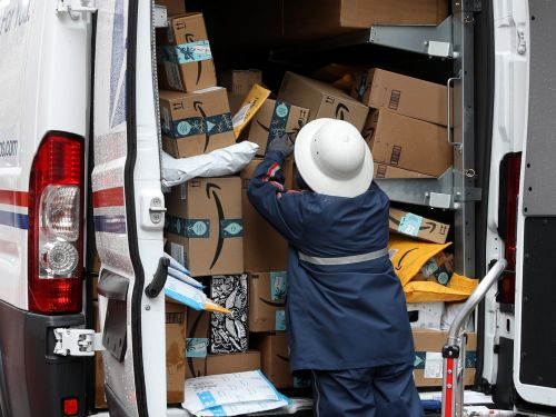 Don't wait to start your holiday shopping: experts are expecting shipping delays, low inventory, and fewer last-minute deals