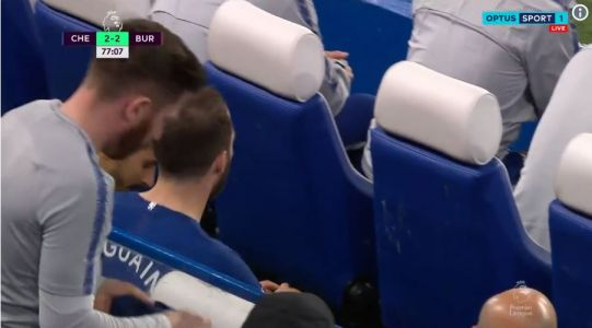 Gonzalo Higuain FURIOUS with Chelsea boss Maurizio Sarri over Burnley substitution