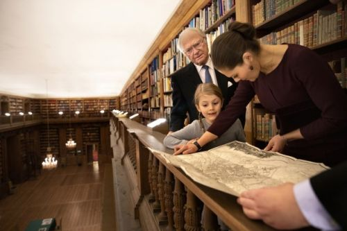 Princess Estelle taken to Bernadotte Library by grandfather and mother