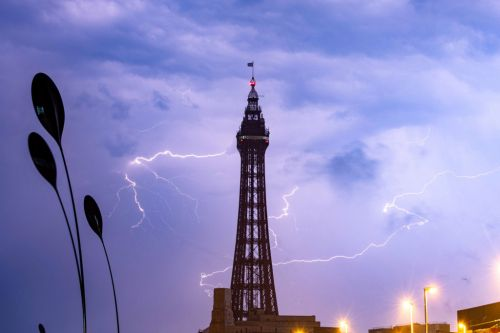 Britain bakes in 35C heat before thunderstorms and lightning strike