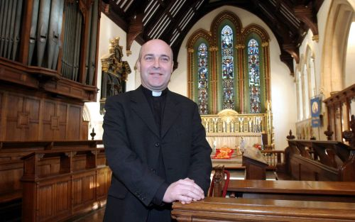 Don't 'pounce' on cathedral-goers who just want to pray quietly, says bishop