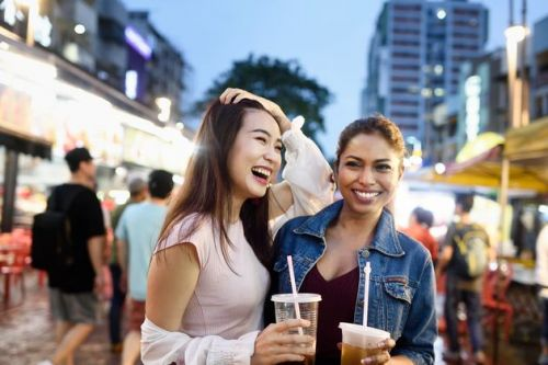 How To Make Friends When You Travel, According To Solo Travellers