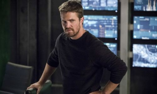 Arrow star Stephen Amell finally breaks silence over being removed from flight