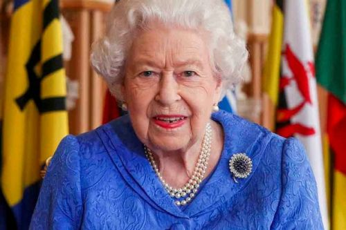 Queen dons brooch she wore on her honeymoon in touching tribute to ill Philip