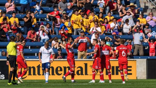 Sapong scores twice as Fire rout FC Dallas