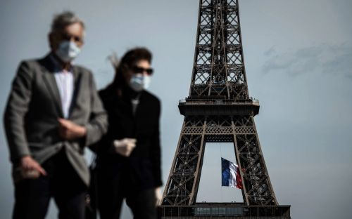 Travel updates: Spain cracks down on nightclubs and Paris tightens face mask laws