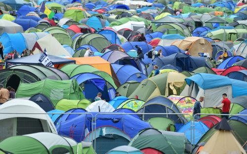 Glastonbury revellers told not to urinate on grass amid fears heatwave could spell water contamination
