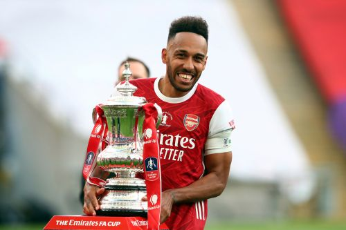Charlie Nicholas speaks out on Pierre-Emerick Aubameyang's future and sends message over Manchester United move