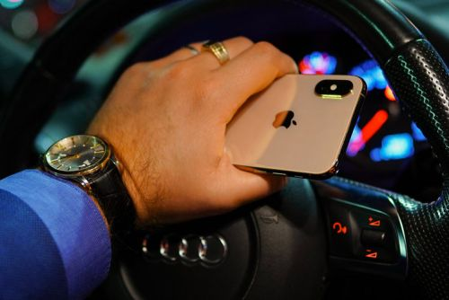 Apple CarKey feature found in iOS 13.4 beta lets an iPhone unlock, start cars