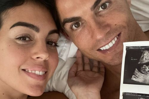Manchester United star Cristiano Ronaldo announces he and his girlfriend are expecting twins