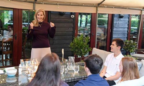 The Countess of Wessex makes surprise visit to local Surrey pub