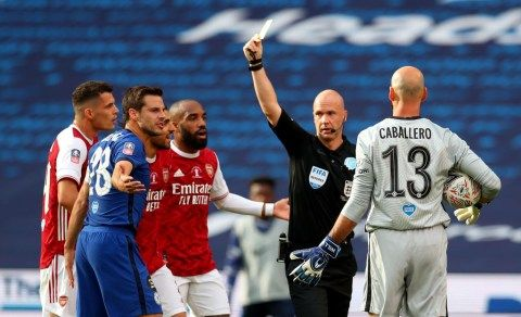 Former Chelsea player rues watching 'a referees game' in FA Cup Final
