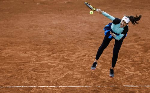 Johanna Konta suffers first-round exit at French Open with error-strewn display against Coco Gauff