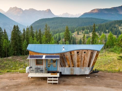 30 photos that show exactly how a tiny house is made, from an architect who customized and built his own dream tiny home