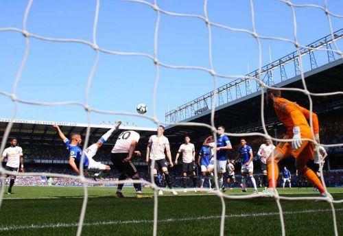 Video: Reported Chelsea target nets thumping overhead kick vs. Manchester United