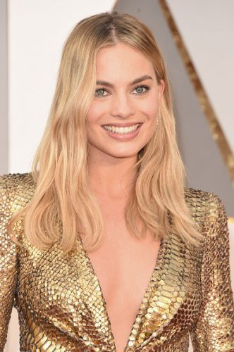 Margot Robbie says being 'ugly' for Queen Elizabeth I role made her feel 'lonely and alienated'