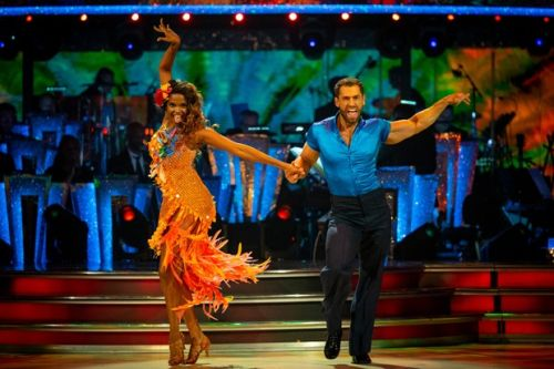 "Kelvin Fletcher leaves Strictly judges flustered as he tops leaderboard with ""outstanding"" Samba"