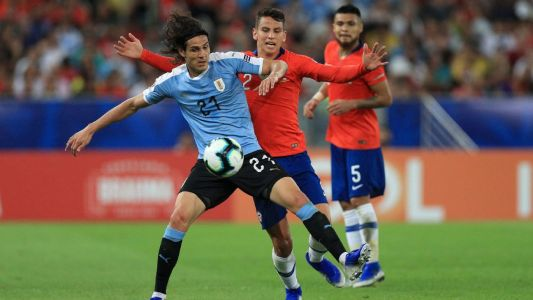 Cavani's goal gives Uruguay top spot over Chile