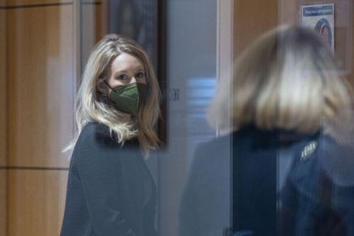 Elizabeth Holmes personally approved investor presentations, court hears