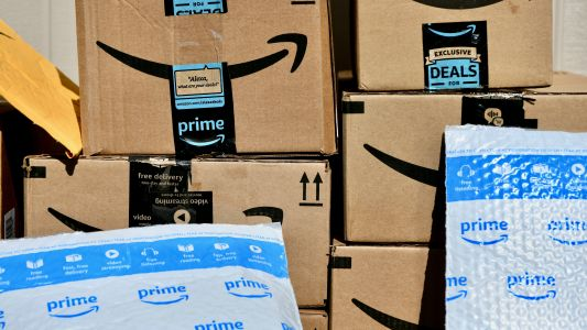 Mobile retailers body calls for a ban on Amazon in India