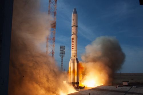 Successful Proton launch deploys Eutelsat satellite, first Mission Extension Vehicle